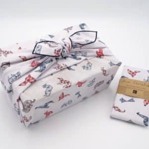 Emballage cadeau en tissu furoshiki. Motif pour enfant, grand modèle.