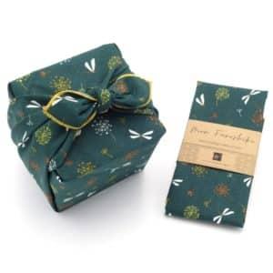 Emballage cadeau en tissu vert. Taille moyenne. Furoshiki.