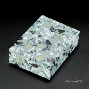 Papier cadeaux bleu, oiseaux sur branches.
