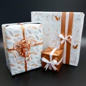 Papier cadeau de Noel, couleur cuivre et blanc. Haut de gamme.