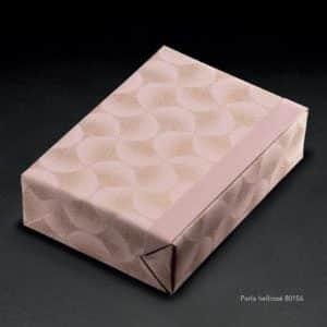 papier cadeau rose au metre
