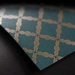Papier vert et doré de grande qualité. Couleur idéale pour cadeaux de Noël.