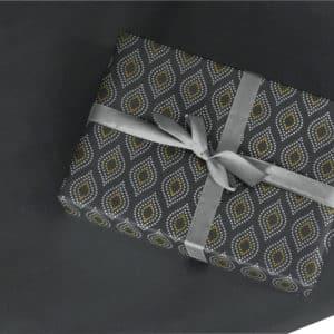 Papier d'emballage cadeaux couleur Noir, Or et Argent.