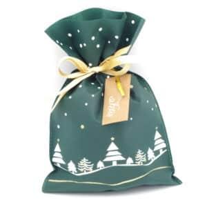 Pochon tissu de couleur verte avec sapins de noel. Taille moyenne.