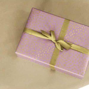 papiers cadeaux rose à pois or