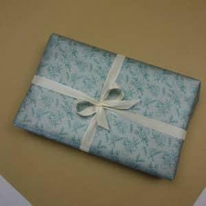 Papier cadeau 100% recyclé, motif fleur, effet satiné vert d'eau